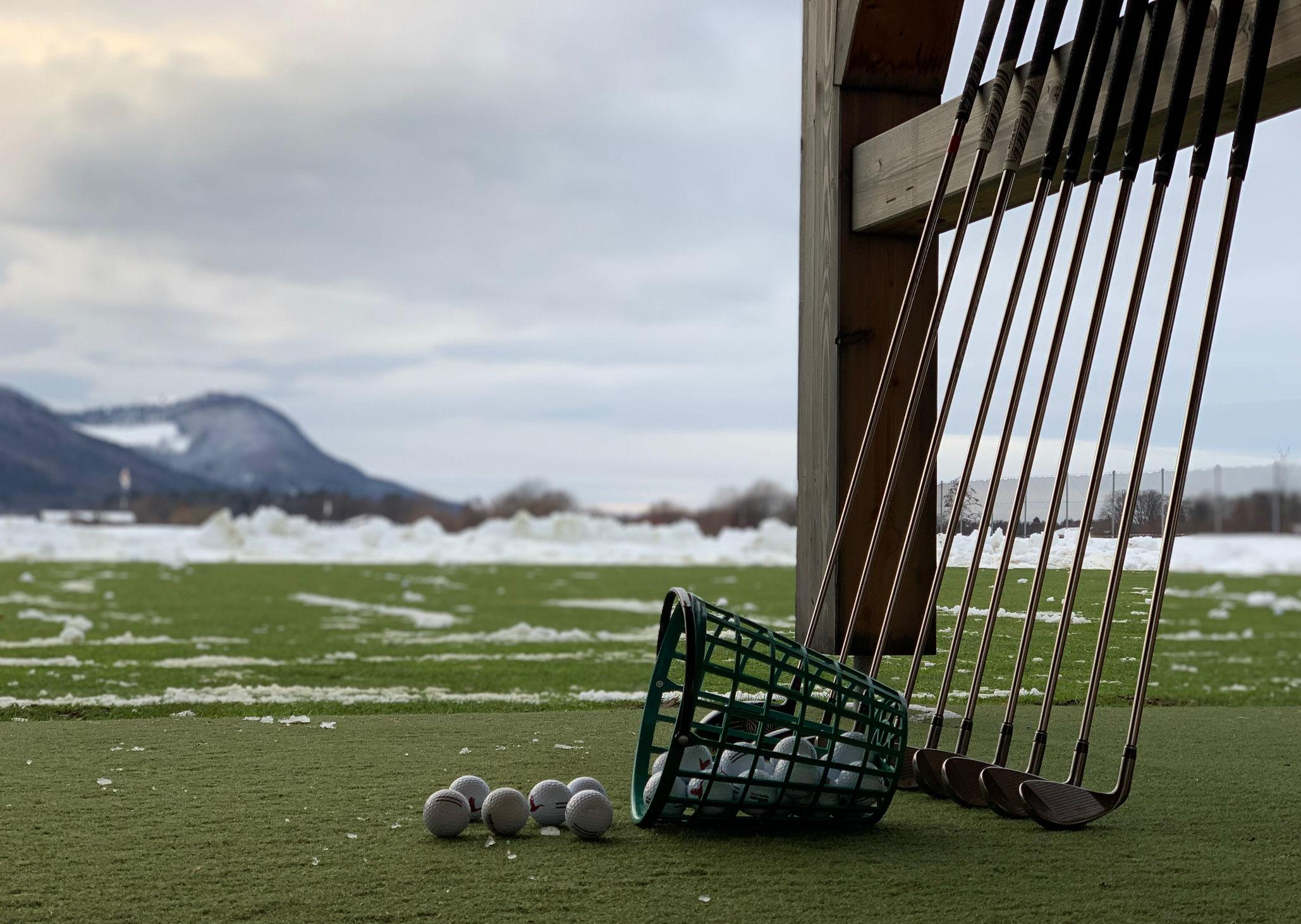 Golftraining - Kennt kein Wetter - Driving-Range im Schnee