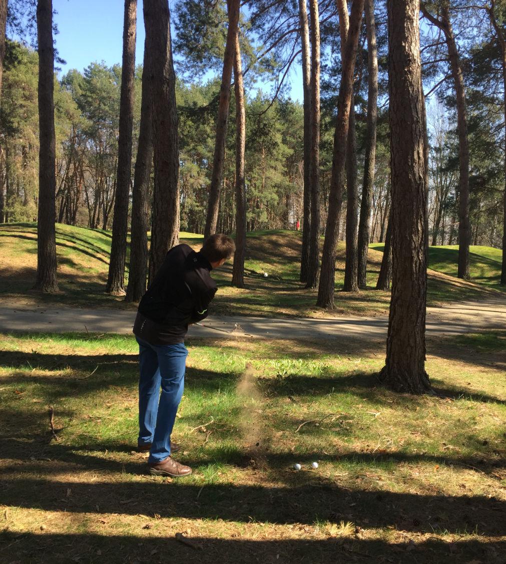 Golftraining auf dem Golfplatz - Aufgaben meistern